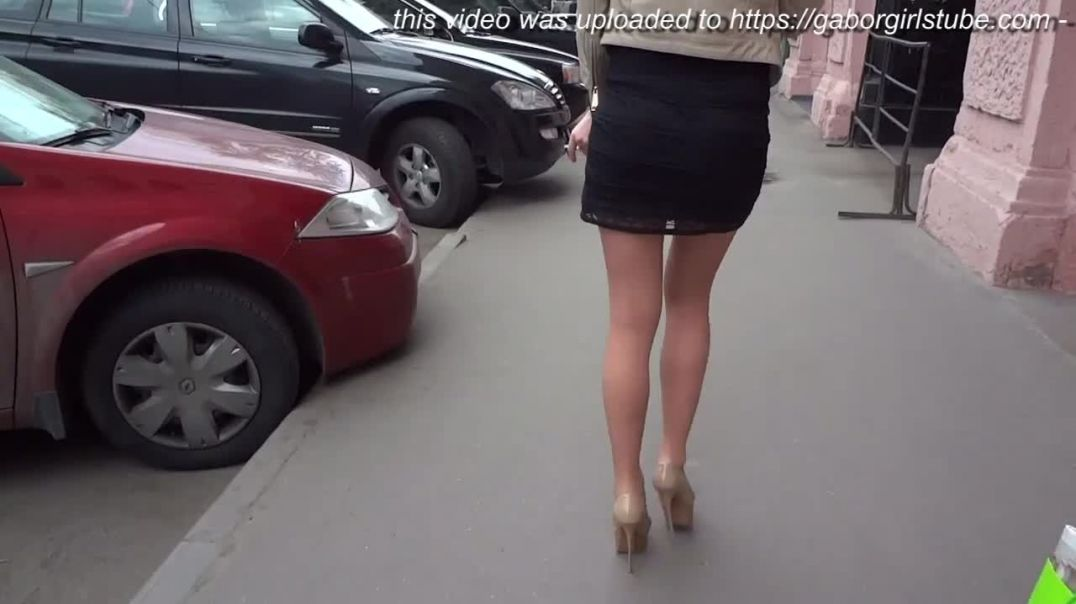 Street Candid - Russian Babe in extreme Stiletto High Heels