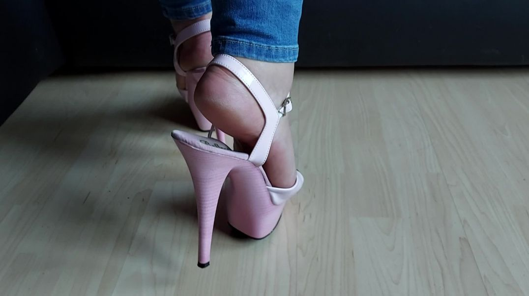 Pipa's feet in pink pole high heels