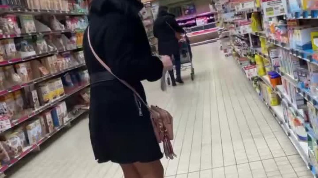 Mix of sexy candid MILF in skirt & High Heels