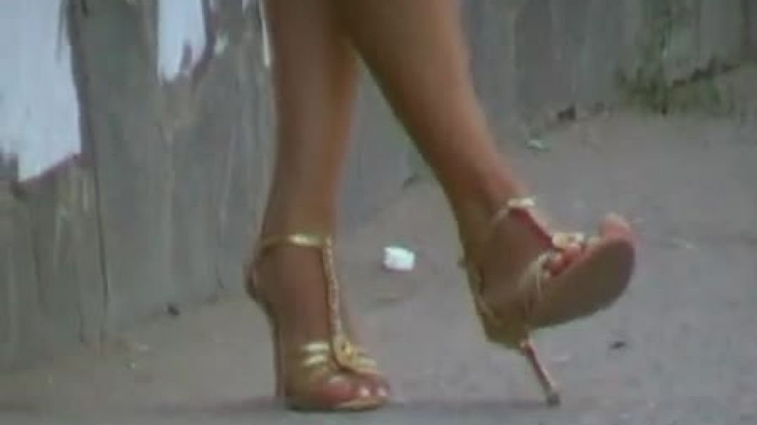 Street Candid - Russian Girl in sexy High Heels