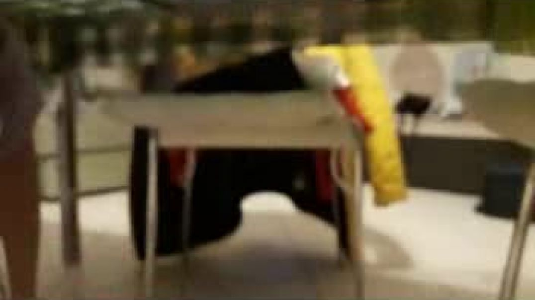 sotto la sedia
