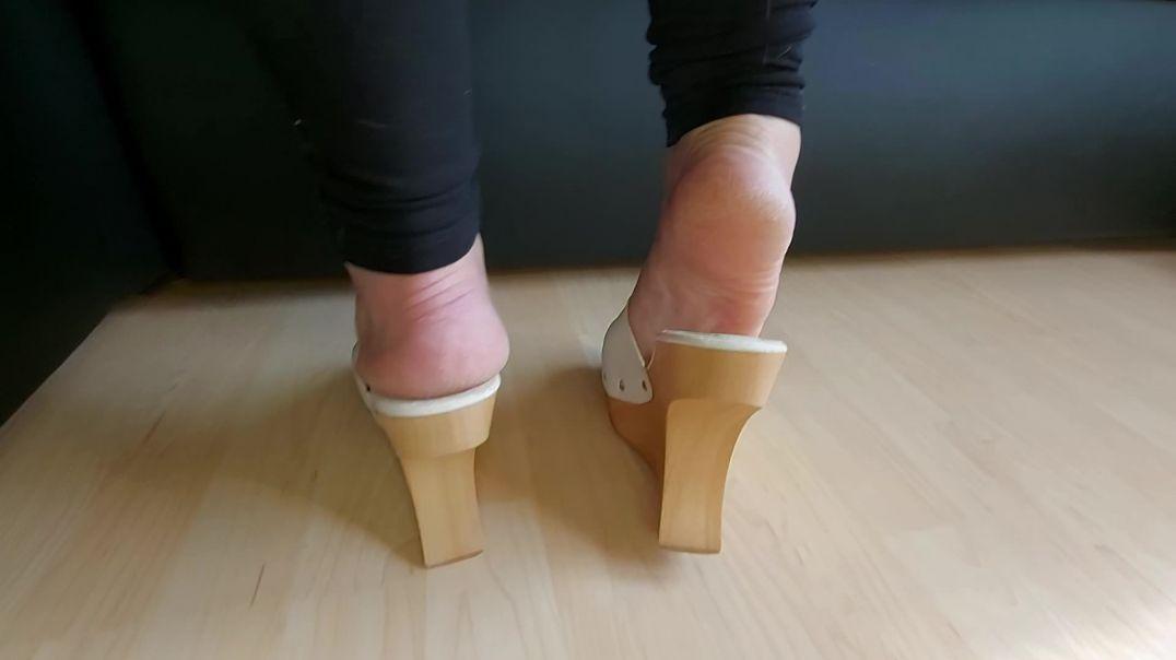Sexy pipa feet in high heels wedge mule