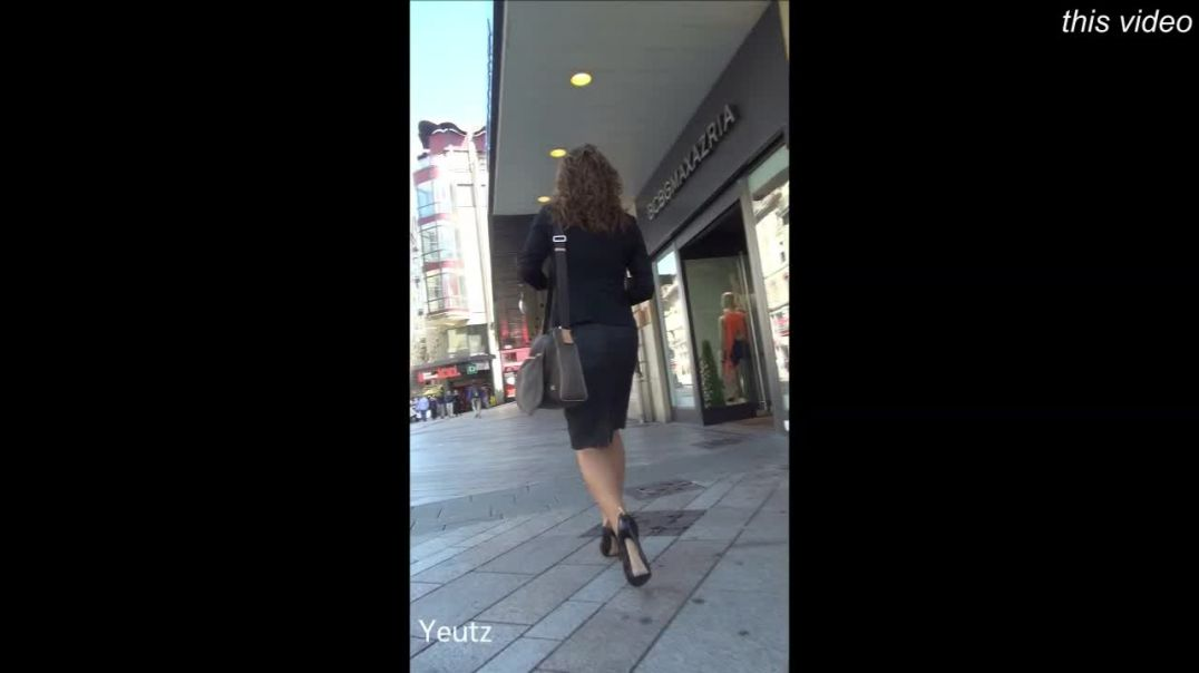 Street Candid - Business woman in high waisted thight skirt + High Heels by Yeutz