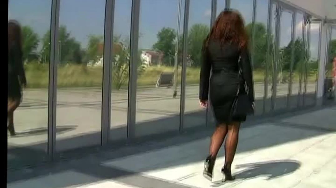 Black high pumps lady