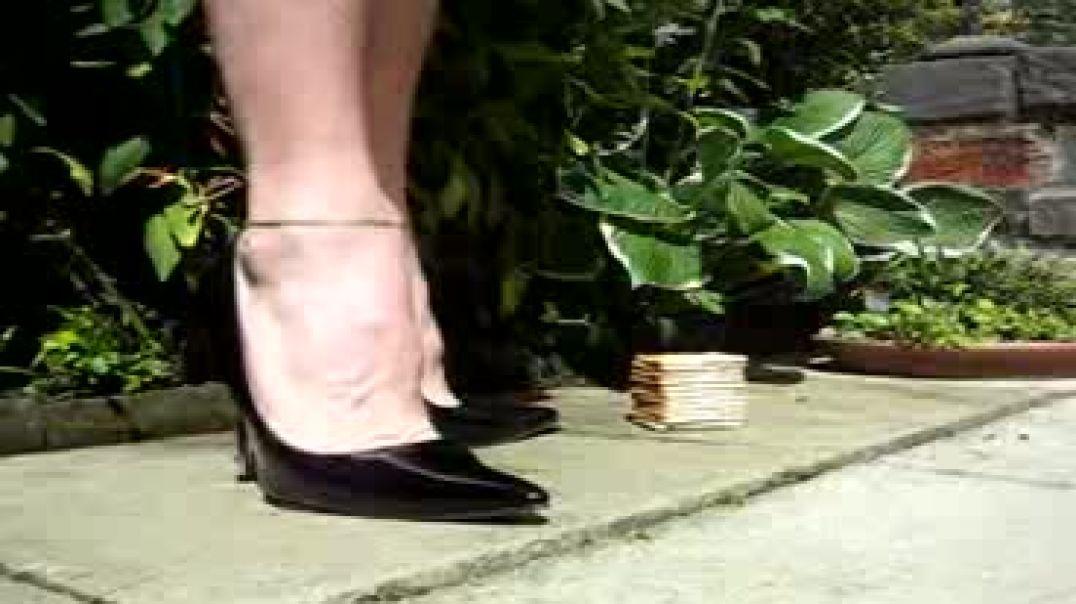 heels stomping grind