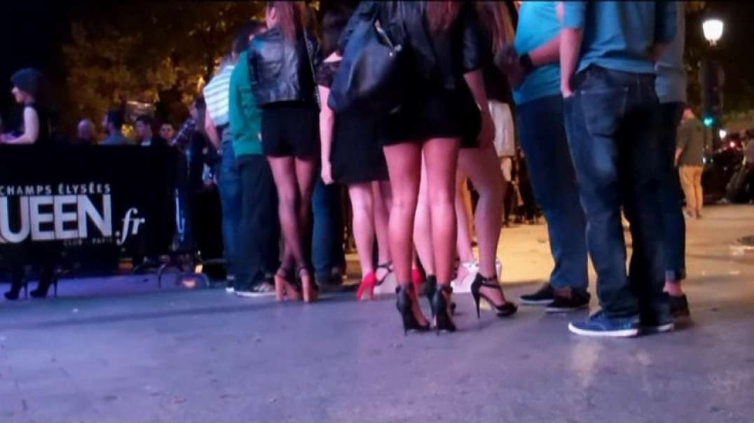 Two Brunette in Mini skirt and High Heels   touch ass 00.13