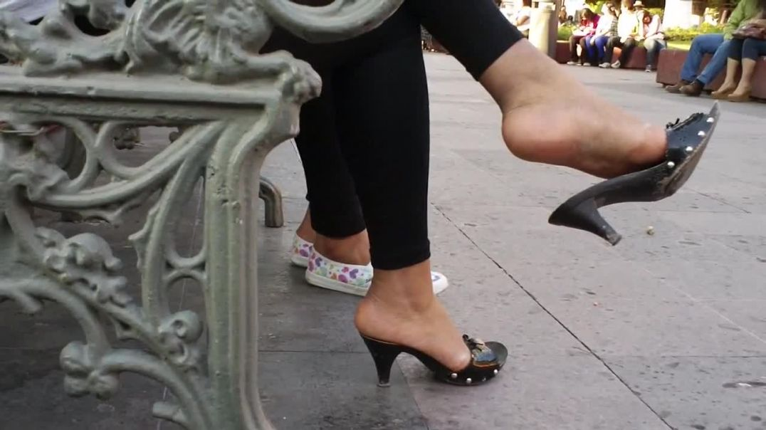 Street Candid - Dangling Zoccolis - Wooden Mules