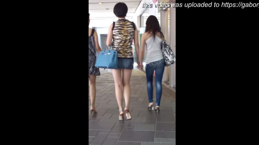 Street Candid - Chinese Babes in Strappy High Heels