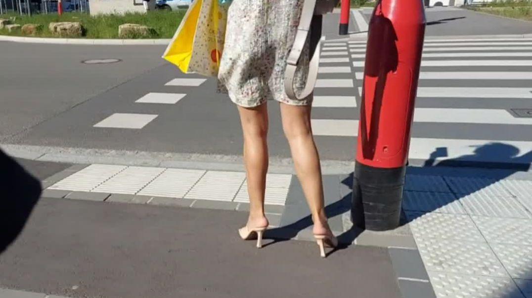 Sun, legs and heels!