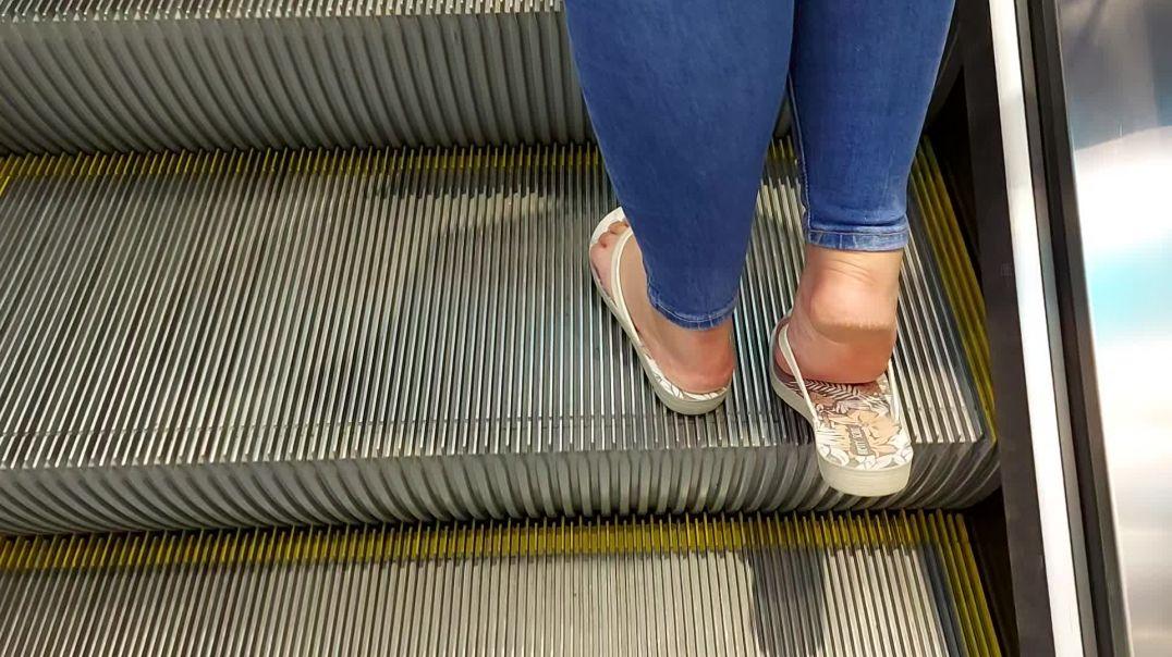 let's follow pipa's feet shopping
