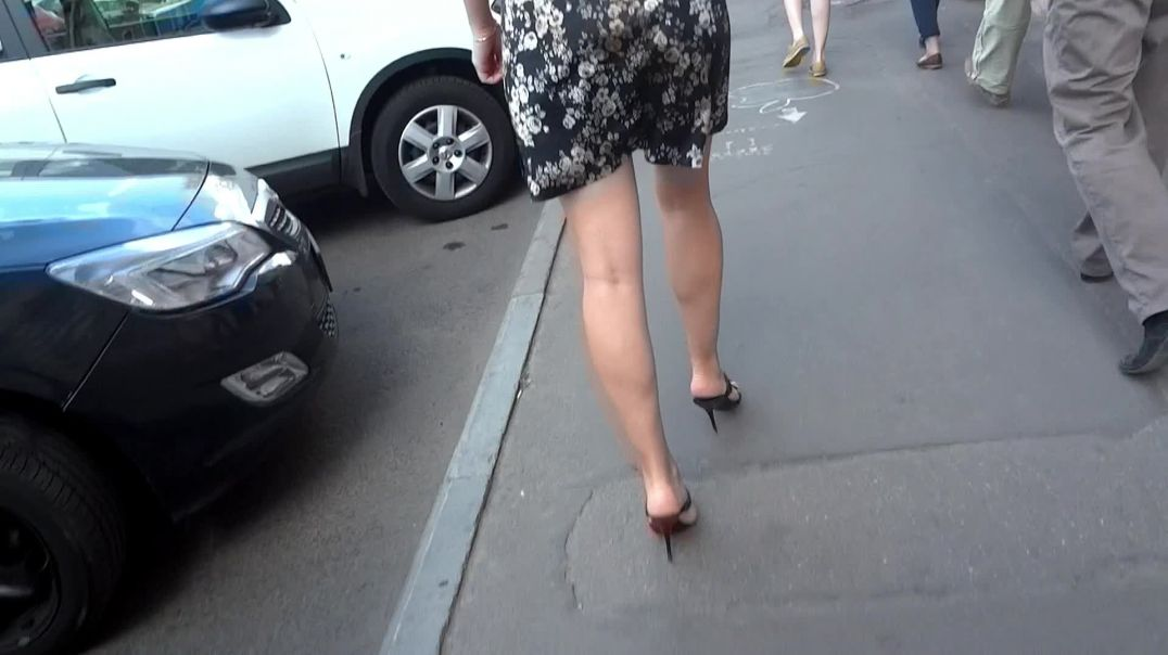 Candid Legs Streets - Sexy Russian Babe in Mules by Danni Harwood