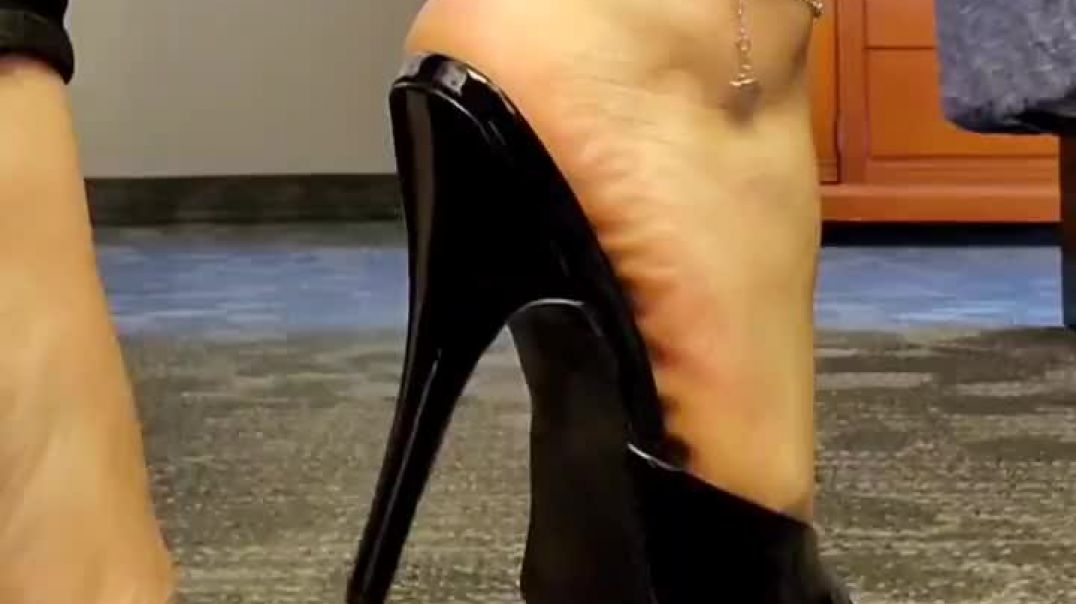 Fantastic Mules Shoeplay -  Sexy Feet  with Anklet - Yummy Soles -Teasing