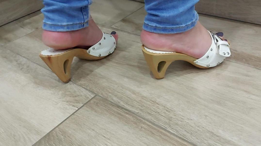 Pipa feet at home