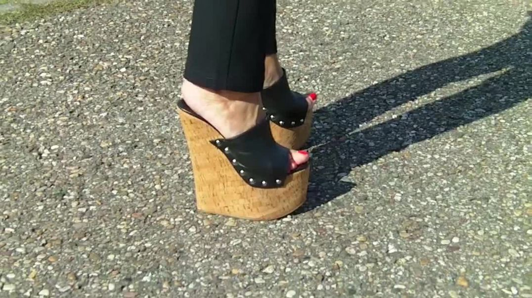 Cork Wedges (18cm) (1) at ICE track