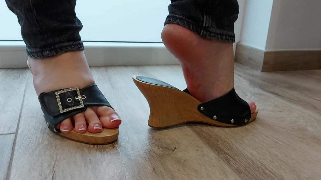 Pipa's feet in wooden mules
